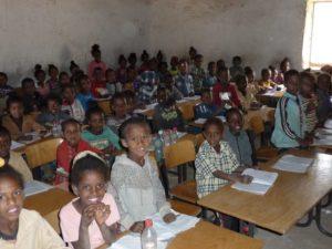 3-3 Unterricht in Adi Gulti 80 Schüler