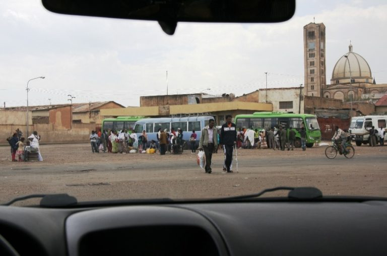 Asmara-Busbahnhof-Kirche und Mosche